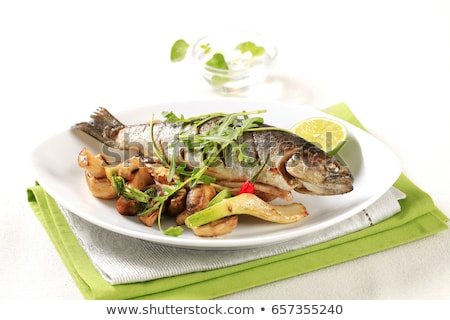 Pan frit truite vert salade filet Photo stock © Digifoodstock