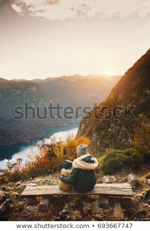 montagne · au-dessus · lac · vallée · hiver · temps - photo stock © stevanovicigor