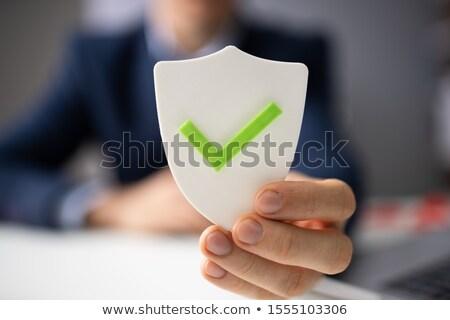 persoon · houden · schild · veiligheid · geïsoleerd · witte - stockfoto © andreypopov