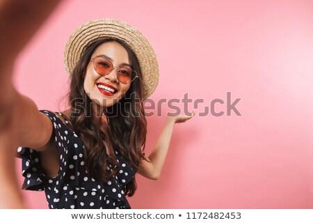 улыбаясь брюнетка женщину соломенной шляпе Солнцезащитные очки Сток-фото © deandrobot