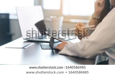 vrouw · digitale · tablet · scherm · bureau - stockfoto © deandrobot