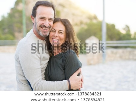 retrato · feliz · casal · copos · de · vinho · toalha · de · piquenique - foto stock © feverpitch