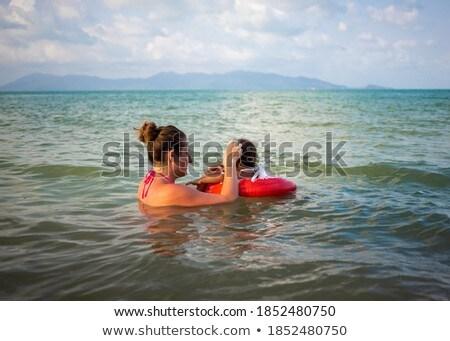 Młodych matka pływanie gry mężczyzna dziecko Zdjęcia stock © galitskaya