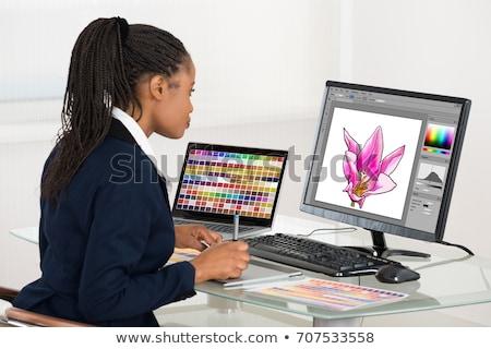 Vue de côté jeunes graphique designer travail Photo stock © wavebreak_media