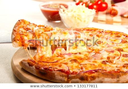 świeże hot pikantny pepperoni pizza Zdjęcia stock © DenisMArt