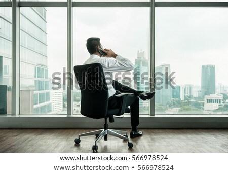 Rückansicht Geschäftsmann sprechen Telefon Sitzung nach unten Stock foto © Kzenon