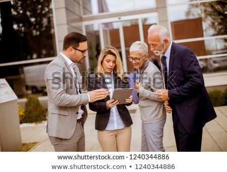 idős · üzlet · menedzser · áll · elöl · csapat - stock fotó © boggy