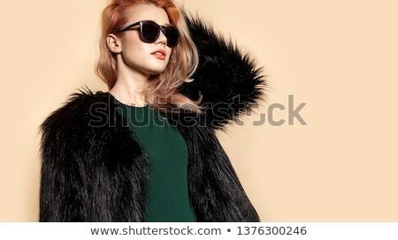 Schoonheid jonge vrouw portret geïsoleerd beige mooie Stockfoto © serdechny
