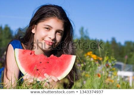 tinilányok · eszik · görögdinnye · piknik · park · szabadidő - stock fotó © dolgachov
