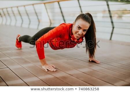 Młoda kobieta promenada uruchomiony rano kobieta portret Zdjęcia stock © boggy
