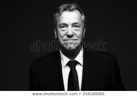 Zwart wit portret jonge vrouw poseren camera gezicht Stockfoto © jayfish