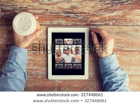 Arkadaşlar dostluk teknoloji Stok fotoğraf © dolgachov