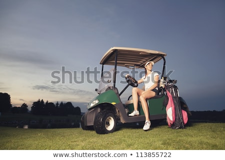 Golfista seduta golf cart crepuscolo donna sorridente Foto d'archivio © lichtmeister