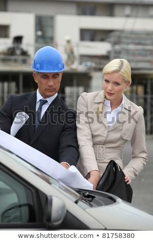 Ambitny zespołu inżynierowie konsultacji rysunek samochody Zdjęcia stock © photography33