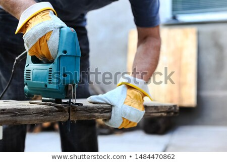 Homme bois vu bois construction travaux Photo stock © photography33