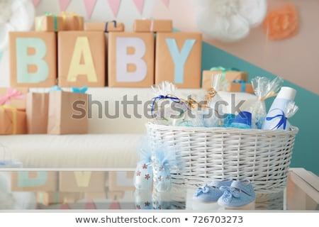 Bébé cadeau belle femme Shopping peu garçon Photo stock © oneblink