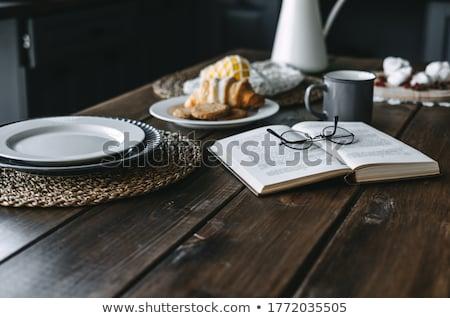 temps · livres · belle · femme · lecture · beaucoup · autour - photo stock © oneblink