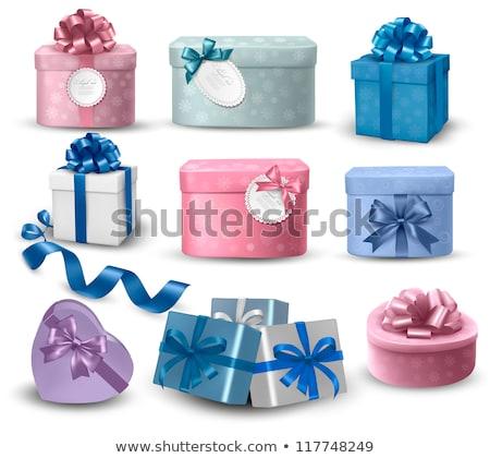 Pembe hediye kutusu mavi şerit yay yalıtılmış Stok fotoğraf © teerawit
