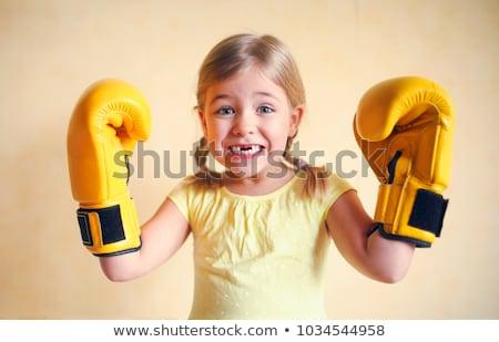 Meisje Geel bokshandschoenen muur meisje macht Stockfoto © dashapetrenko