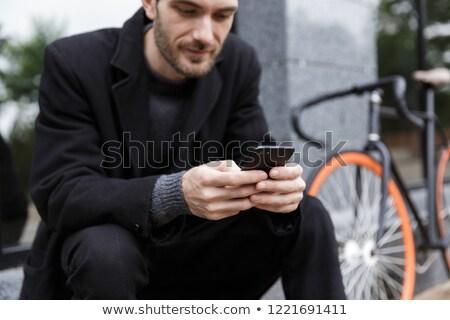 молодым · человеком · кафе · мобильного · телефона · сидят · таблице - Сток-фото © deandrobot