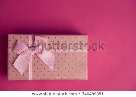 Rózsaszín ajándék doboz íj szürke fából készült egy Stock fotó © mizar_21984