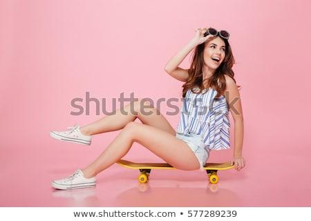 Portrait heureux jeune femme lunettes de soleil lunettes Photo stock © deandrobot