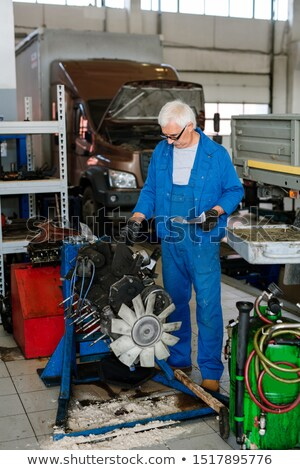Maturo maestro tecnica riparazione servizio workshop Foto d'archivio © pressmaster