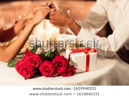 Felnőtt pár kéz a kézben gyertya szeretet étterem Stock fotó © ruslanshramko