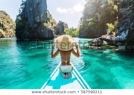Vue arrière femme détente regarder vue plage Photo stock © wavebreak_media