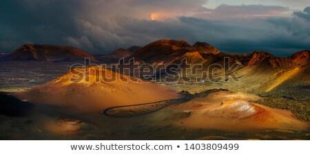 Vulkanisch stenen kijken zoals persoon hemel Stockfoto © meinzahn