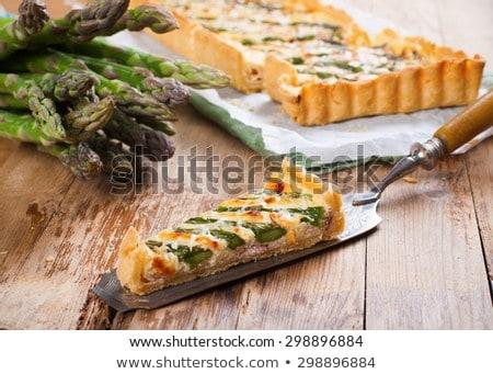 Santoreggia crostata pancetta alla griglia asparagi francese Foto d'archivio © Melnyk