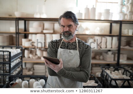 Ernstig tablet werk aardewerk workshop business Stockfoto © wavebreak_media