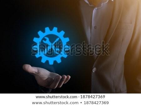 üzletember · tart · virtuális · franciakulcs · szimbólum · kéz - stock fotó © fotoquique