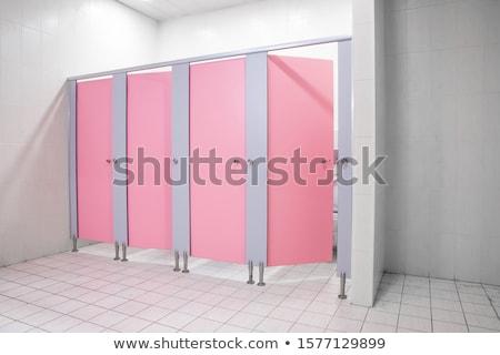 公共 トイレ トイレ バス 入り口 にログイン ストックフォト © AndreyPopov