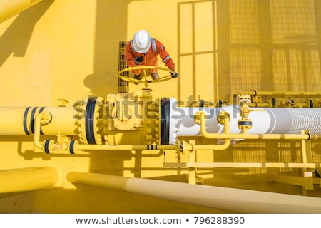 Homme pétrolières plate-forme construction industrie travail Photo stock © photography33