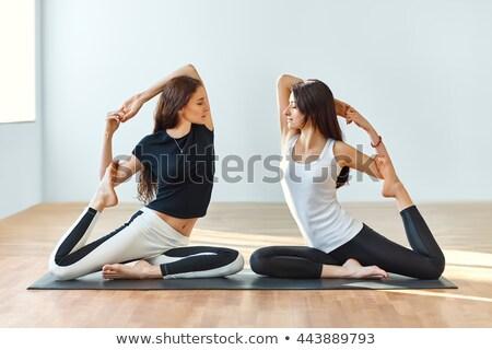 jóga · lány · gyakorol · fehér · nő · munka - stock fotó © dolgachov