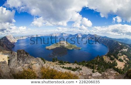 cratera · lago · marrom · reflexão · montanha · nuvem - foto stock © pancaketom