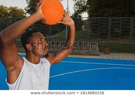 knap · afrikaanse · jonge · man · permanente · spelen · basketbal - stockfoto © deandrobot