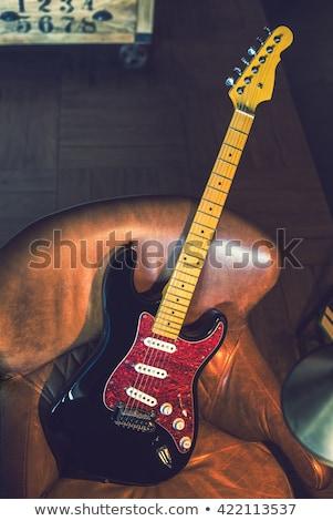Stok fotoğraf: Elektrogitar · kanepe · siyah · kırmızı · bitirmek