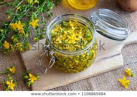 préparation · pétrolières · fleurs · huile · d'olive · fleur · alimentaire - photo stock © madeleine_steinbach