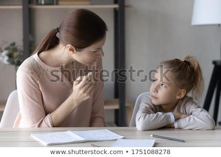 Moeder praten dochter huiswerk onderwijs familie Stockfoto © dolgachov