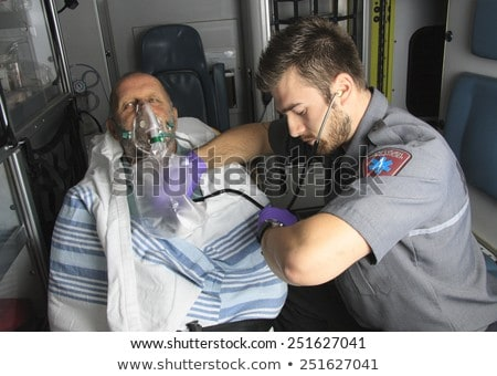 Professionele bewusteloos mannen eerste hulp jonge vrouw Stockfoto © Lopolo