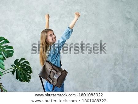 aantrekkelijk · vrouw · poseren · hoofdtelefoon · rond · nek - stockfoto © stockyimages