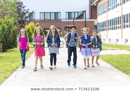 Foto stock: Grupo · primário · alunos · fora · sala · de · aula · menina