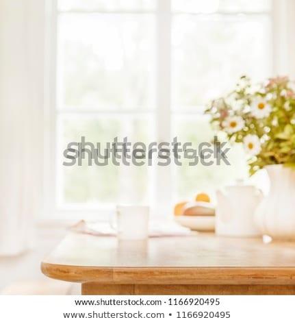 ochtend · keuken · tijdgenoot · jonge · man · met · behulp · van · laptop · keukentafel - stockfoto © pressmaster
