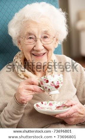 Senior mulher olhando câmera casa de repouso Foto stock © wavebreak_media