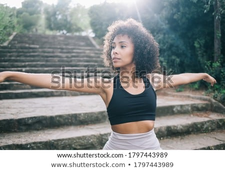 Vrouw yoga buitenshuis outdoor geestelijkheid mediteren Stockfoto © dolgachov