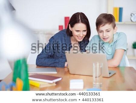 sorridere · madre · aiutare · figlio · compiti · per · casa · donna - foto d'archivio © wavebreak_media