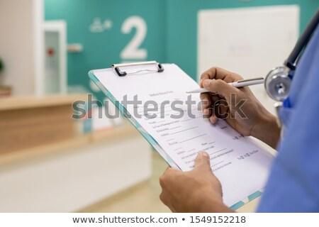 общий · практикующий · врач · Дать · отмечает - Сток-фото © pressmaster