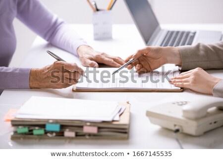 discussão · contrato · retrato · moderno · casal · falante - foto stock © photography33